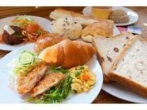 和洋食をビュッフェ形式でお選び頂けます♪