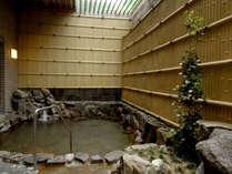 新館 露天風呂(銀泉) 静かで落ち着きのある露天風呂です。心ゆくまでお寛ぎいただけます