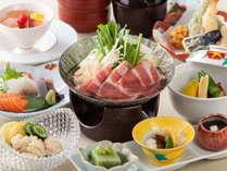 前菜にお造りや揚物などにくわえ、メインには小鍋でのお料理をご用意