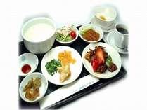 ヘルシーな中華粥の朝食。和食・洋食のご用意もございます。