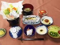 【日替わり・夕食一例】※当日のご提供メニューは表示写真と異なる場合があります。予めご了承ください。