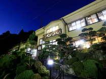 桜の名所内に建つ心和む和風モダンな宿『さくら別館』の外観☆
