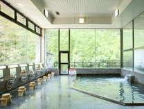 露天風呂の他、大浴場やサウナなど男女各7種類のお風呂が楽しめる