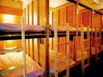 【ドミトリールーム】ベッド内にコンセント、USB充電ポート、ライト付き!