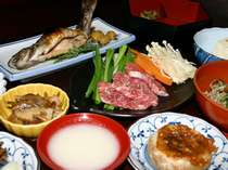 夕食は飛騨牛の陶板焼きをメインとした田舎料理をお楽しみください(一例)