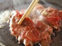 ご夕食の一例赤牛の溶岩焼