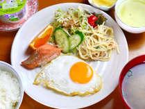 朝食一例 お食事は横のレストンで♪