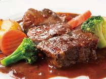 タイムサービスで最も人気な牛ホホ肉赤ワイン煮