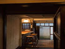 館内には共用ラウンジがあります。(15:00-22:00 7:00-10:00)<イメージ>