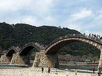 日本を代表する木造橋「錦帯橋」 (きんたいきょう)