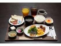 朝食盛り付け例。ご飯・パン・スープはお替り自由です。