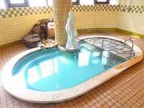 源泉100%掛け流し温泉の大浴場 夜も朝もご利用いただけます。