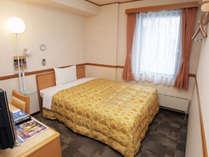 全てのシングルルームにダブルベッド(幅140cm)が入っています。