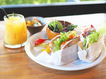 海を見ながらテラスで朝食を☆シェフお手製サンドイッチ朝食付プラン【朝食付】
