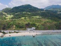 沖縄の屈指のシュノーケリングスポット「ゴリラチョップ」の目の前の立地