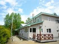 新緑のわにの家
