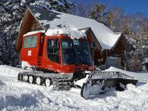 雪上車:メルセデス社ピステンブーリー使用