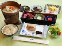 *【ご朝食一例】飛鳥地方の伝統食「飛鳥鍋」が好評の和定食