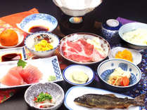 地元の食材で作られた女将特製の郷土料理です。