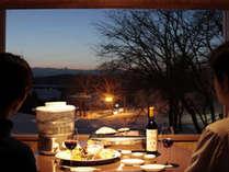 夕食は居心地の良いガゼボでお楽しみください。