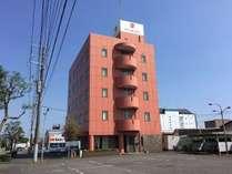外観1【外観(昼)】新富士駅から車で15分の場所に建つ、静かなホテル。