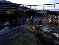 貸切露天風呂で日本酒の熱燗をキュッと…夜には月見酒。