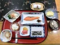 ご朝食はヘルシーな和食をお出しします。