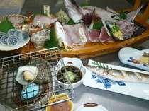 真鶴市場からとれたてです。ふだん食べれないような地魚があるかも!!