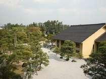 四季折々の魅力にあふれた4000坪の日本庭園。