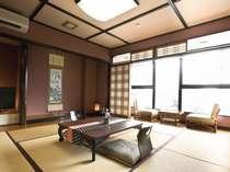 【光雲閣】【次の間のある和室2間】日本庭園を眼下に控えた和の空間