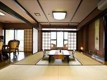 【光雲閣】【和洋室・和室二間付】四季折々の日本庭園を見下ろす広々角の和室