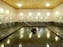* [大浴場] 24時まで利用可能な石敷きの広々とした大浴場がございます。