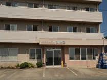 *【外観】蒲郡駅から徒歩5分。海に面したビジネスホテルです