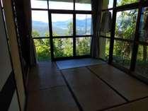北アルプス八ヶ岳諏訪湖。前方には霧ヶ峰ビーナスライン日本一高い所に有る水族館に野鳥も見えます。