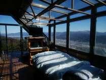 業界一のブランド夜景と諏訪湖&山々が見えベッドの上から星が見える絶景部屋(風呂トイレは本館に)