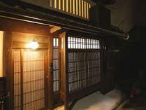 京町家の歴史かんじる建物外観