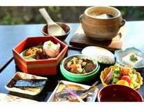 竹炭で焚いた和食ご飯※写真はイメージ