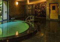 【大浴場】広々サウナ、泡による刺激が心地よい気泡風呂とさまざまなお風呂がございます。