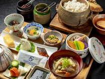 【和洋お一人様ずつ選べる朝食】料理長特製けんちん汁を提供する「和食」