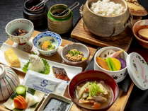 クチコミ高評価の朝食は和洋お一人様ずつお選びいただけます(写真は和食です)