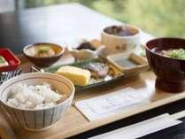 *【朝食】「健康」がテーマの和朝食。腸内環境改善効果があると人気の「ぬか漬け」は料理長お手製です。