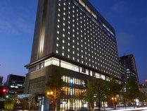 1階~4階は飲食店などが入居。ホテル営業スペースは5階~17階になります