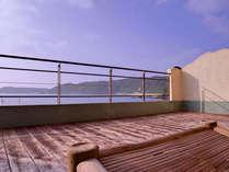 *お部屋からの景色(客室一例)/穏やかに流れるさざ波をBGMにここち良い時間をお過ごし下さい。
