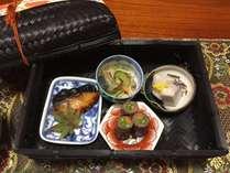 かんぱちの西京焼き、秋刀魚の南蛮焼き、お肉の野菜巻き、しぐれ煮、海老芋のたいたん