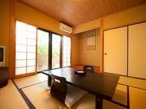 1階和室8畳「桜の間」。