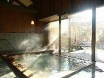 【温泉/大浴場】日中は湯けむりも演出してくれる