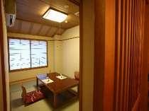 個室食事処は人気が高く、和風の造りで落ち着いて食事が楽しめます♪
