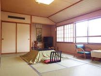 【部屋/12畳】お部屋はゆったり広々。春先まではコタツ付となっております。