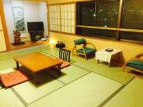 【和室/12畳】広々したお部屋でゆっくり。