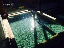 【温泉/男湯】太陽の光が差し込む温泉